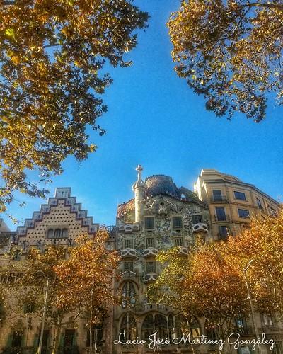 "Barcelona. Casa Batlló. Gaudí. • <a style=""font-size:0.8em;"" href=""http://www.flickr.com/photos/26679841@N00/31569950747/"" target=""_blank"">View on Flickr</a>"