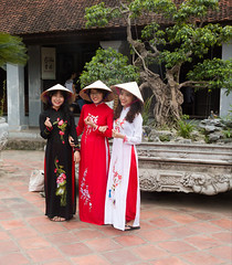 Girls in traditional dress, Hanoi (TravelKees) Tags: vietnam hanoi girls dress
