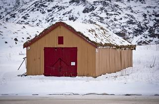 Porta vermella / Red door for the boat