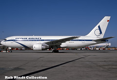 Vietnam Airlines B767-284/ER VH-RMA (planepixbyrob) Tags: vietnam vietnamairlines boeing 767 767200 vhrma mel melbourne tullamarine kdoachrome retro