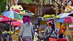 INDONESIEN, Bali , Rund um den Muttertempel  Pura Besakih, farbenfrohes Gewimmel der Gläubigen, 18000/11229 (roba66) Tags: bali urlaub reisen travel explore voyages rundreise visit tourism roba66 asien asia indonesien indonesia insel island île insulaire isla brauchtum tradition kultur culture hinduismus religion pilger menschen people leute mountagung agung purabesakih besakih muttertempel tempel temple bauwerk colores colorful