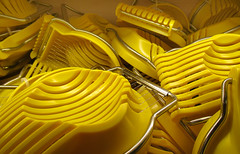 Mysterious  26 (arbyreed) Tags: arbyreed mysterious yellow plastic metal many manyofonething eggslicers plasticeggslicers wire