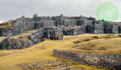 Sacsayhuamán (Cuzco - Perú) (jsg²) Tags: perú américadelsur sudamérica suramérica postalesdelmusiú travel viajes fotosjsg2 johnnygomes fotografíasjohnnygomes jsg2 cuzco cusco sacsayhuamán pachacútec patrimoniodelahumanidad romadeamérica unesco qusqu qosqo worldheritagesite inca quechua