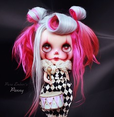💥BANG!💥 (pure_embers) Tags: pure laura embers blythe doll dolls custom photography uk england girl pureembers gbaby penny emberspenny portrait alpaca hair red pink grey pennywise clown drum bang romper baerengirl