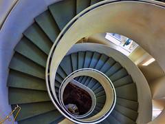 spiral staircase (ingcuevas) Tags: escalera escalones metal altura barandal edificio interior tubo stairs steps building espiral spiral down up bajada subida vertigo tonos caracol
