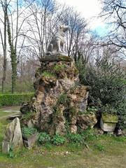 UN CHIEN DOMINANT (marsupilami92) Tags: frankreich france îledefrance 92 hautsdeseine asnièressurseine cimetière îlerobinson chien statue