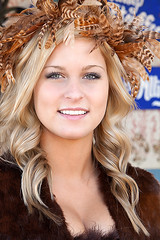 Beautiful Blonde in Brown (wyojones) Tags: texas toddmission texasrenaissancefestival trf renaissance renfest faire festival fest blonde blueeyes freckles beauty pretty cute beautiful lovely woman girl wench lips smile teeth look feathers fur usa