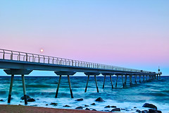 Full moon over The Pier (Fnikos) Tags: sea water mar mare wave ocean shore coast beach seashore stone rock luna moon fullmoon lunallena landscape sky cielo skyline seascape bay color colors blue dark light architecture construction bridge puente pont pier people outside outdoor