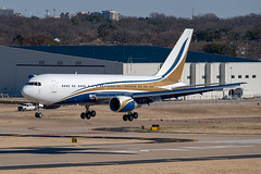 Boeing 767-24Q(ER) (zfwaviation) Tags: kdal dal dallaslovefield airport texas dallas aircraft airplane plane jet aviation n767ks b762 boeing 767 767200 private bbj elan express
