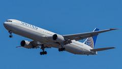 N76065 (gankp) Tags: washingtondullesinternationalairport arrivals airplanespotting planes