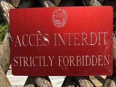 accès-interdit© (alexandrarougeron) Tags: photo alexandra rougeron signalitique urbain ville écrit panneaux paris