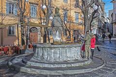 Viterbo (Michele Monteleone) Tags: viterbo tuscia arte architettura fontana acqua piazza strada morte michelemonteleone canon 5dmarkiii gente people