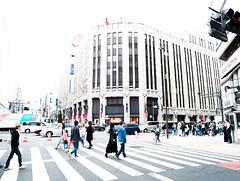 Shinjuku style (Paco CT) Tags: building calle car coche construccion construction edificio elementoconstructivo fachada gente people street transporte facade front structure transportation shinjuku tokyo japan jp streetphotography outdoors pacoct 2019 highkey