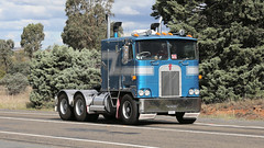 Cabover KENWORTH Brothers (4/6) (Jungle Jack Movements (ferroequinologist)) Tags: k 125 121 k121 k100 kw kenny kenworth single ken highway hauling haulin hume sydney 2019 yass classic historic vintage veteran hcvca vehicle run hp horsepower big rig haul haulage freight cabover trucker drive transport delivery bulk lorry hgv wagon nose semi trailer deliver cargo interstate articulated load freighter ship move roll motor engine power teamster tractor prime mover diesel injected driver cab wheel