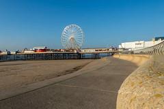 SJ1_3411 - Central Pier, Blackpool (SWJuk) Tags: blackpool england unitedkingdom swjuk uk gb britain fylde fyldecoast lancashire seadefences promenade pier centralpier beach sand bluesky cloudless 2018 nov2018 autumn autumnal nikon d7200 nikond7200 nikkor1755mmf28 rawnef lightroomclassiccc landscape seascape scenery