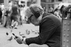 Too Old To Rock 'N' Roll, Too Young To Die (Photographer : Hans Stellingwerf) Tags: amsterdam damamsterdam straatfotografie streetphotography street nederland netherlands holland mensen people straatmoment portret portrait music muziek