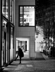 (graveur8x) Tags: woman candid street night boots dark contrast frankfurt germany deutschland streetphotography urban lights shadows strase city stadt monochrome schwarzweis bw cold winter look sony sonya7iii sonyfe85mmf18 85mm sonyilce7m3 frau