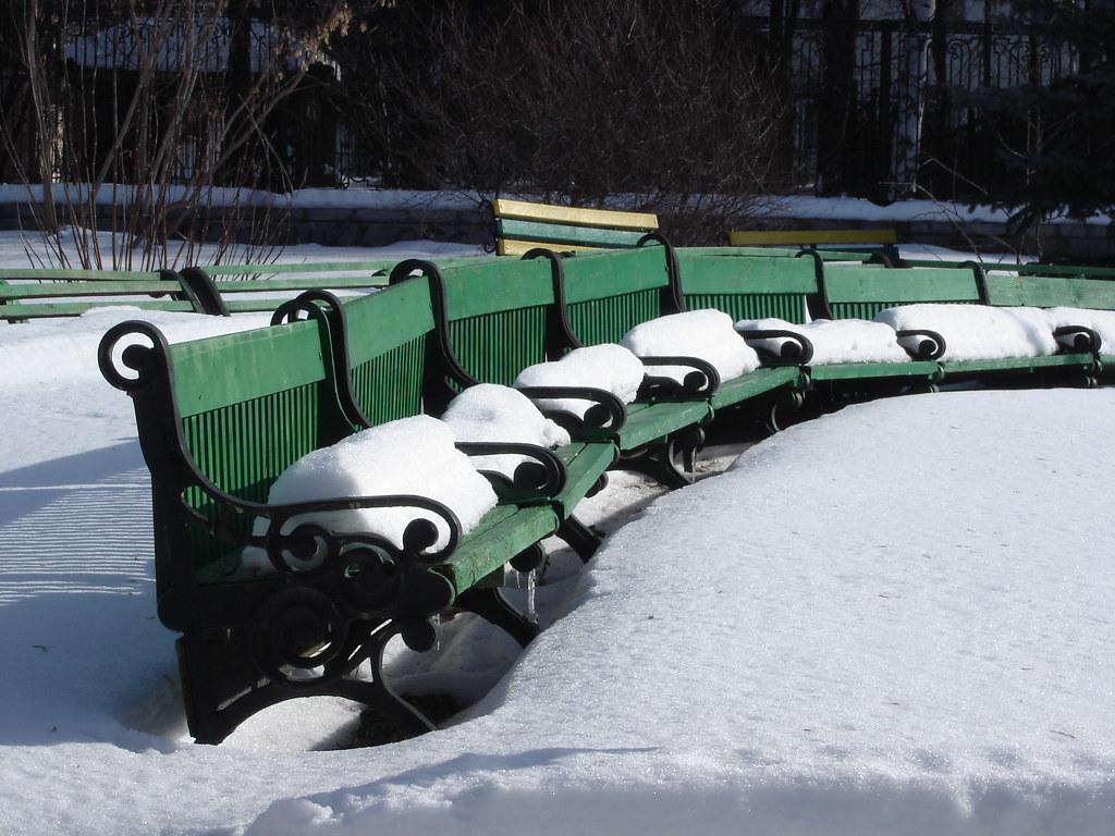 фото: Скамейки в снегу