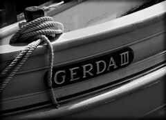 Gerda III (CTfoto2013) Tags: boats bateaux greement rigging cordages filins ocean mer sea mystic ct rope monochrome outdoor panasonic gx7 lumix mirrorlesscamera micro43 marine seascape mysticseaport shadows ombres light lumiere texture noiretblanc blackandwhite blancoynegro nb bn bw perspective details dof depthoffield closeup grosplan textures