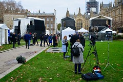 London 2018 – Journalists on College Green (Michiel2005) Tags: journalist reporter collegegreen brexit parliament protest england engeland grootbrittannië greatbritain britain uk vk unitedkingdom verenigdkoninkrijk london londen