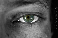 IMG_1287 seb eye ps (ninon.bill) Tags: bnw colorsplash eye homme oeil macro photographe studiophoto noiretblanc portrait