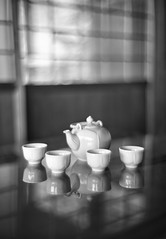 The tea is ready (PeterThoeny) Tags: saratoga california siliconvalley usa sanfranciscobay sanfranciscobayarea southbay hakonegardens japanesegarden garden indoors room table teapot pot cup tea window japanesearchitecture japaneseroom japan bokeh blur dof shallowdof depthoffield shallowdepthoffield reflection monochrome blackandwhite sony a7 a7ii a7mii alpha7mii ilce7m2 fullframe vintagelens dreamlens canon50mmf095 canon 1xp raw photomatix hdr qualityhdr qualityhdrphotography fav100