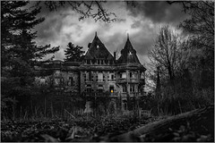 la maison de l'assassin (kalzennyg) Tags: urbex rurbex joachimkroll manoircolimaçon dark kalzennyg