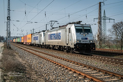 METRANS 386 028-5 und 386 014-5 in Saarmund (Frank Hellmiß2010) Tags: train railway railroad elok metrans br386 3860285 386028 3860145 386014 saarmund brandenburg deutschland germany containerzug schotter gleis oberleitung sony ilce7rm2 fe 24240mm f3563 oss
