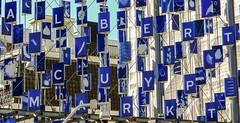 A l b e r t  C u y p  M a r k t (Hans Veuger) Tags: nederland thenetherlands amsterdam albertcuypmarkt market markt vanwoustraat albertcuypstraat kunst art artwork nikon b700 coolpix nederlandvandaag unlimitedphotos twop