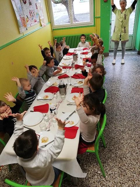 Repas de Noël dans les écoles