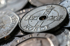 Macro Mondays - Hole (that Geoff...) Tags: macromondays macro closeup hole coin silver cash coins change money currency 2008 norge norway 1krone canon 70d