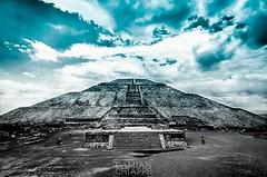 Pirámide del Sol (Damián Chiappe) Tags: américa estadodeméxico méxico pirámidedelsol teotihuacán pirámide pyramid pyramidofthesun latinoamérica américalatina arquitectura architecture sitioarqueológico archeologicalsite archeology