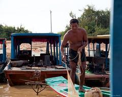 IMGP1387 Fishing (Claudio e Lucia Images around the world) Tags: kompongphlukfloatingvillage siemreap cambodia kompong phluk floating village siem reap pluck cambogia people portrait man pentax pentaxart pentaxkp pentax18135 pentaxlens boat river water mud kampong