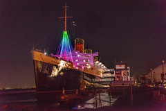 Christmas at the Queen Mary (SCSQ4) Tags: california christmas christmasinmyhometown christmaslights christmastree favorite favoritepicture lightshow longbeach night nightphotography queenmary whereholidayssetsail