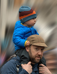Father & Son (Scott 97006) Tags: man father gut male son boy shoulders ride walk family cap seeing watching view cute
