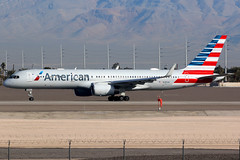 American Airlines | Boeing 757-200 | N195AN | Las Vegas McCarran (Dennis HKG) Tags: aircraft airplane airport plane planespotting oneworld canon 7d 100400 lasvegas mccarran klas las american americanairlines aal aa usa boeing 757 757200 boeing757 boeing757200 n195an