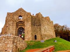 Oystermouth Castle, Mumbles, Swansea Bay, Wales (photphobia) Tags: oystermouthcastle castle castillo mumbles headland swanseabay glamorgan wales uk greatbritain oldwivestale oldcity coastalcity oystermouth newton west cross mayals gower gowerpeninsula halloween