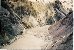 (grousespouse) Tags: ladakh 35mm analog film canonautoboyii sureshot autoboy analogue landscape mountains himalayas dreamlike dramatic scenery majestic raw barren dreamy dreamscape colorfilm colourfilm scanned argentique kodakcolorplus200 croplab grousespouse 2018