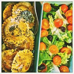 (50% raw food) Vegetarian BENTO Aubergin Ravioli + tomato-olive salad (tarengil) Tags: aubergine ravioli salad lettuce tomato lunch lunchtime bento tarengilsbento vegetables veggies vegetarian monbento goodness