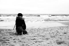 Am Strand (fravo) Tags: 35mm analog monochrome bw blackwhite blackandwhite strand frau wellen himmel beach ostsee meer