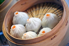 Food model of steamed buns served in steamer (DigiPub) Tags: 1127758443 istock dimsum yokohamachinatown 包子 習近平 1127758443297348748 297348748 bamboomaterial bunbread chinatown chineseculture chinesefood closeup dumpling eastasianculture fakefood food honshu horizontal japan kanagawaprefecture kantoregion nopeople partofaseries photography restaurant steamed steamer straw stuffed tradition woodmaterial yokohama クローズアップ シリーズ画像 ダンプリング バンズ レストラン 中国文化 中華料理 中華街 人物なし 伝統 写真 日本 木製 本州 東洋文化 横位置 横浜中華街 横浜市 神奈川県 竹材 蒸し 蒸し器 詰め物 関東地方 食べ物 食品サンプル 飲茶 麦わら