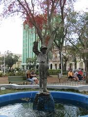 Statue in the park (wallygrom) Tags: cuba jibacoa santaclara cheguevara parqueleonciovidal plaza statue fountain sculpture