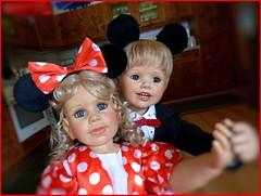 Im Kreis herum... / Round and round... (ursula.valtiner) Tags: puppe doll luis bärbel künstlerpuppe masterpiecedoll faschingsfest fasching carnival carnivalparty tanzen dance mickymaus minniemaus mickeymouse minniemouse