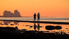 Jogging @ sea (Drummerdelight) Tags: shillouettes seaside seascape sunset pov dof sunsetting action runner breskens