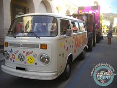 In testa alla parata... (partyinfurgone) Tags: affitto carnevale cocktail epoca evento furgone hippie limousine maschera varzi noleggio openbar promo promozione pubblicità pulmino storico vintage volkswagen vw
