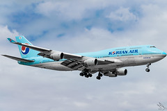 Korean Air - Boeing 747-4B5 / HL7461 @ Manila (Miguel Cenon) Tags: ke ke744 ke747 korean koreanair koreanair744 koreanair747 rpll airplanespotting airplane apegroup appgroup airport ppsg planespotting philippines manila nikon naia d3300 boeing boeing747 boeing744 b747 b744 queenoftheskies quadengine wings widebody widebodyjet wing sky fly flying clouds jumbojet jet aircraft cloud cockpit hl7461