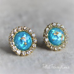Check out this pretty color combination of turquoise and gold flakes! #jewelry #gift #etsy https://t.co/oFHQOyAtgO https://t.co/V1Wb7N13hE (petalperceptions.etsy.com) Tags: etsy gift shop fashion jewelry cute