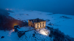 Brahehus (jarnasen) Tags: dji mavicair drone above view scenery high altitude ruin landmark nordiclandscape snow sweden sverige scandinavia sky dusk night twilight building outdoor geo geotag gallery copyright järnåsen jarnasen hill mountain mood atmosphere winter frozen