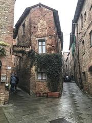 IMG_2470_3 Città della Pieve ( Perugia ) : Una piccola piazza formata dall'incrocio di alcuni vicoli- Basso Medioevo (sandromars) Tags: italy umbria perugia cittàdellapieve asmallsquare intersectionofsomealleys latemiddleages