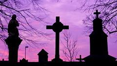 Dreifaltigkeit (MikeSolfrank) Tags: straubing nacht night black düster friedhof cemetery ruhe death live tod leben kreuz kruzefix stpeter old alt stimmung art